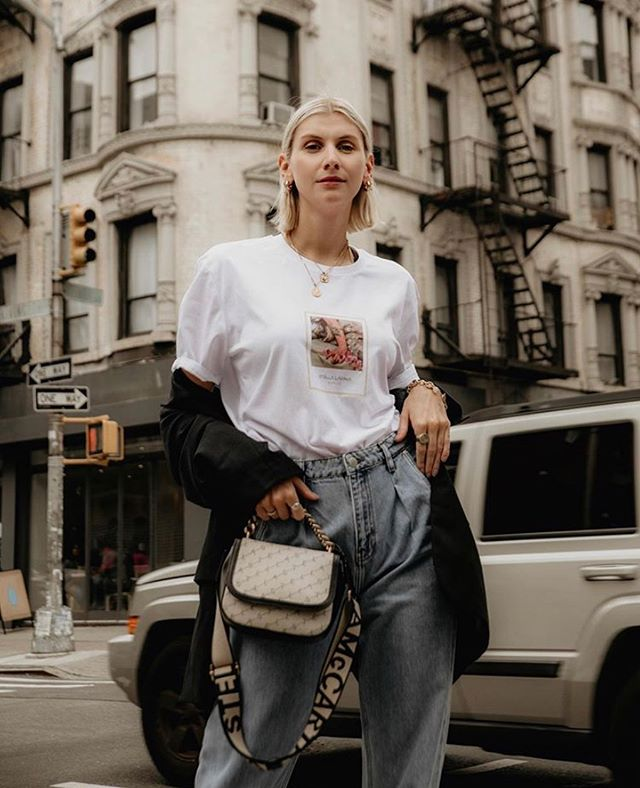 How to style a basic shirt! What a wonderful look 🖤 Check out @fifteenminfame inspiring account and follow her journey.  ALMA shirts are being restocked next week!  #outfitgoals #newyork #autumnstyle #fashionphotography #ny #streetstyle #look #basic #shirt #berlin #outfitideas #fashiondesign #love #shopping #beauty #stellalavinia