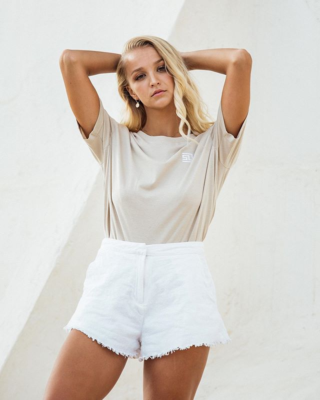 Summer is almost gone but we can still live beautiful adventures.  #goodmorning #mallorca #fashion #basicstyle #streetstyle #fashionphotograph #shirt #beauty #naturalbeauty #beachgirl #endofsummer #outfitinspo #shopthelook #Berlin #slowfashion #limited #stellalavinia