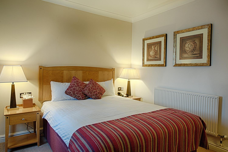 Barns_Hotel_Wedding_Photographer_Bedford_033.jpg