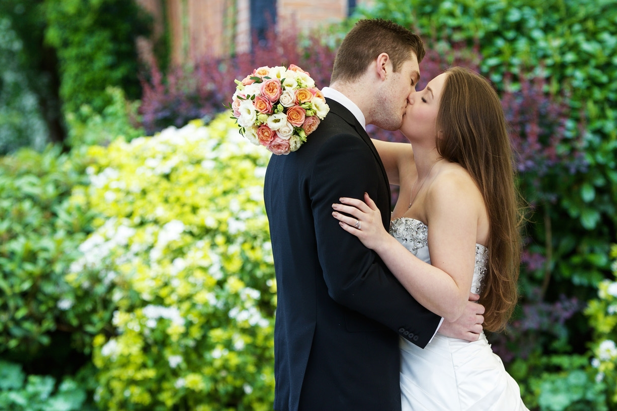 Barns_Hotel_Wedding_Photographer_Bedford_029.jpg