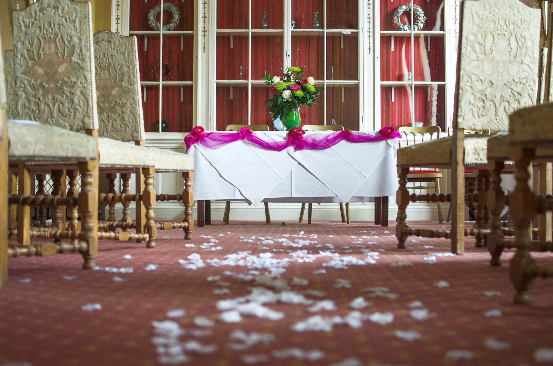 Donnington_Grove_Wedding_Photographer_Newbury_013.jpg