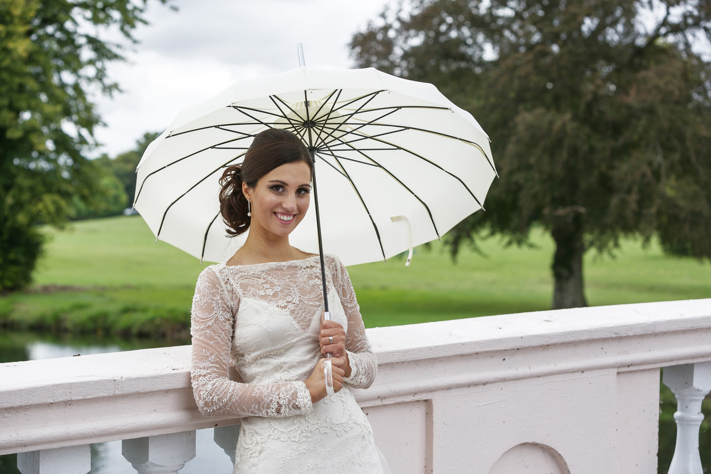 Donnington_Grove_Wedding_Photographer_Newbury_029.jpg