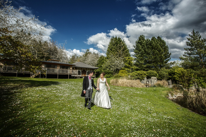 Donnington_Grove_Wedding_Photographer_Newbury_033.jpg
