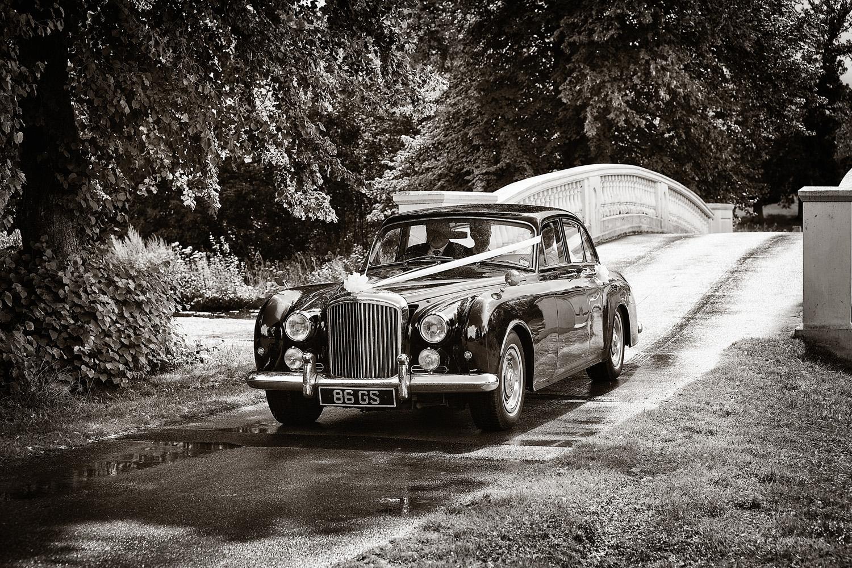 Donnington_Grove_Wedding_Photographer_Newbury_048.jpg