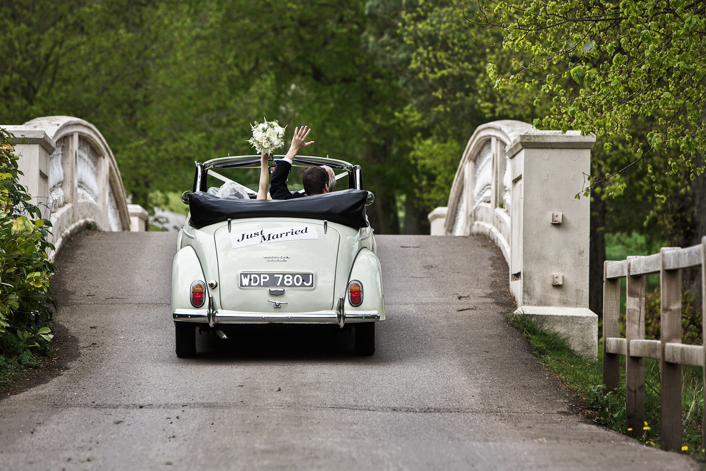 Donnington_Grove_Wedding_Photographer_Newbury_052.jpg