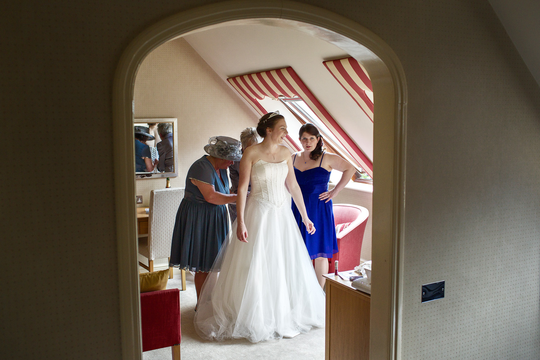 Donnington_Valley_Hotel_Wedding_Photographer_Newbury_Berkshire_009.jpg