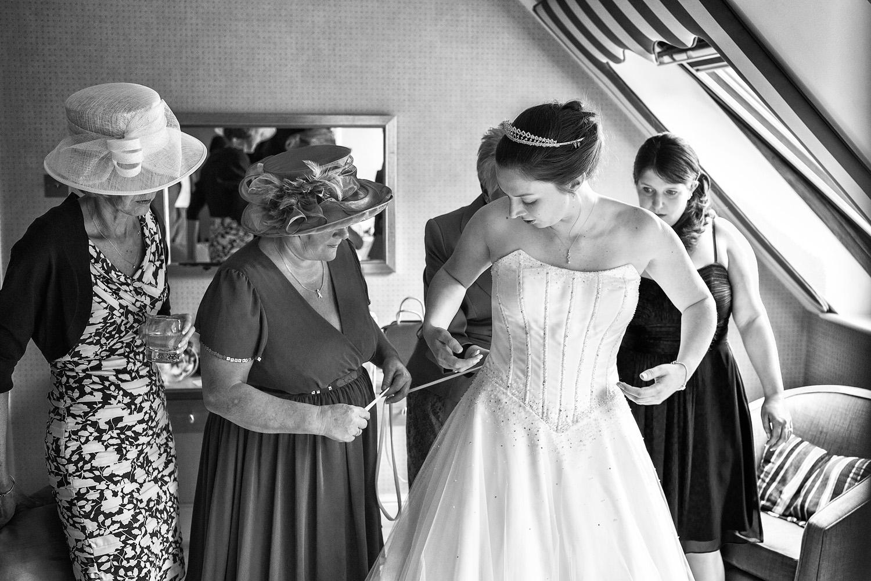 Donnington_Valley_Hotel_Wedding_Photographer_Newbury_Berkshire_008.jpg