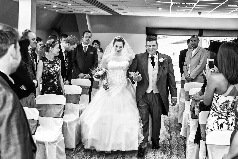 Donnington_Valley_Hotel_Wedding_Photographer_Newbury_Berkshire_015.jpg