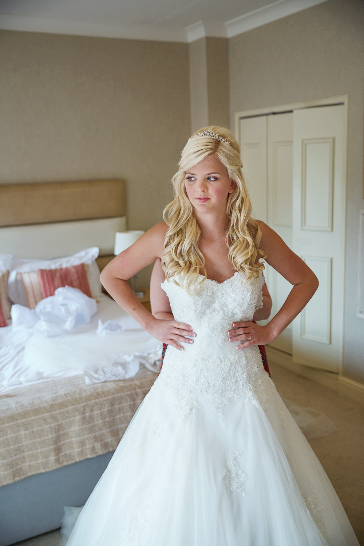 Donnington_Valley_Hotel_Wedding_Photographer_Newbury_Berkshire_019.jpg