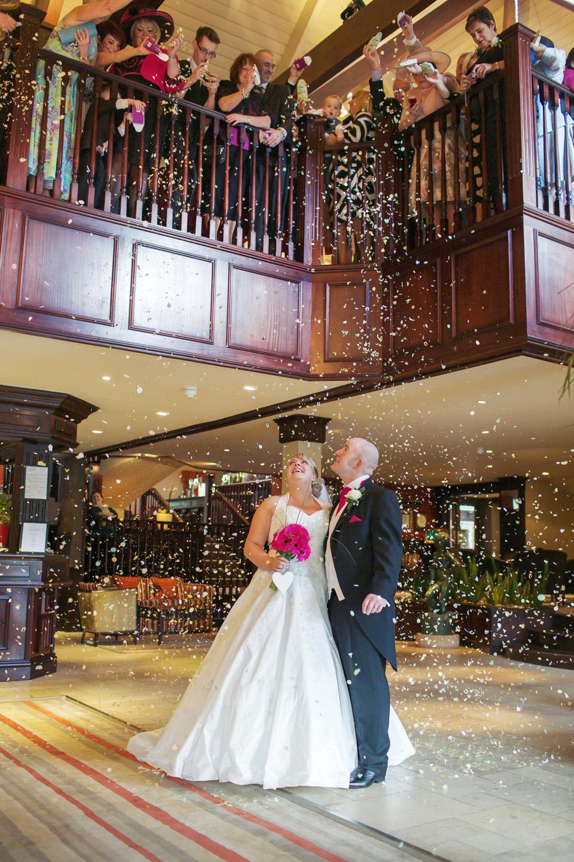 Donnington_Valley_Hotel_Wedding_Photographer_Newbury_Berkshire_023.jpg