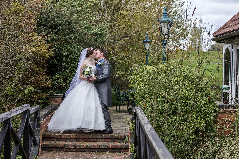 Donnington_Valley_Hotel_Wedding_Photographer_Newbury_Berkshire_028.jpg