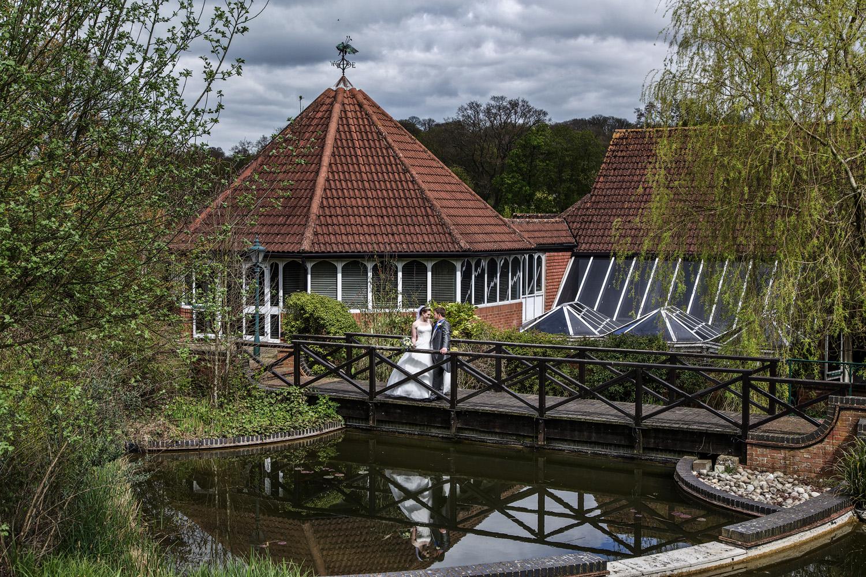 Donnington_Valley_Hotel_Wedding_Photographer_Newbury_Berkshire_029.jpg