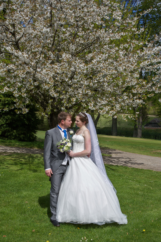 Donnington_Valley_Hotel_Wedding_Photographer_Newbury_Berkshire_031.jpg