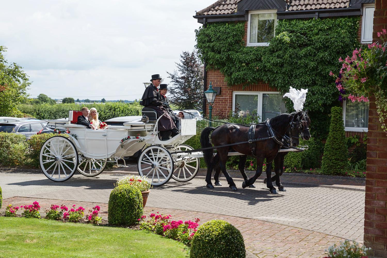 Donnington_Valley_Hotel_Wedding_Photographer_Newbury_Berkshire_041.jpg