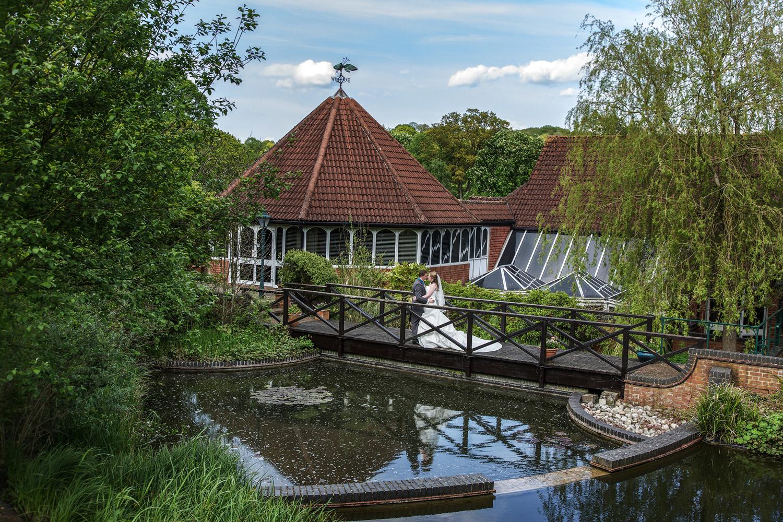 Donnington_Valley_Hotel_Wedding_Photographer_Newbury_Berkshire_042.jpg