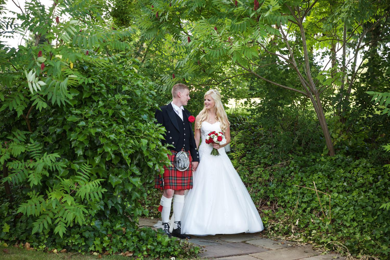 Donnington_Valley_Hotel_Wedding_Photographer_Newbury_Berkshire_050.jpg