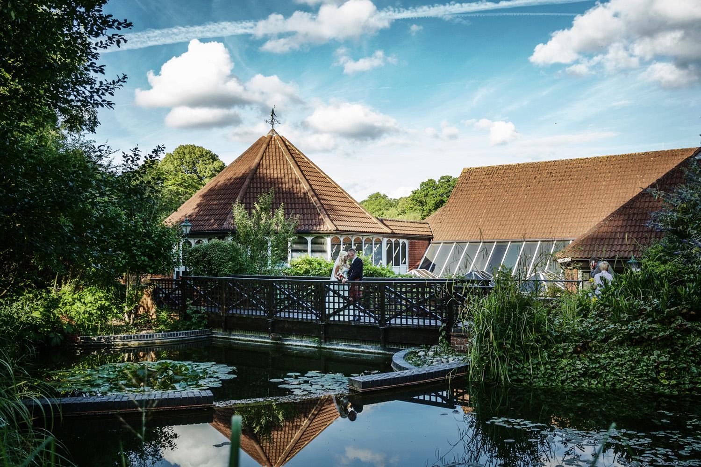 Donnington_Valley_Hotel_Wedding_Photographer_Newbury_Berkshire_052.jpg