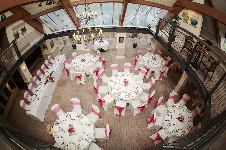 Donnington_Valley_Hotel_Wedding_Photographer_Newbury_Berkshire_056.jpg