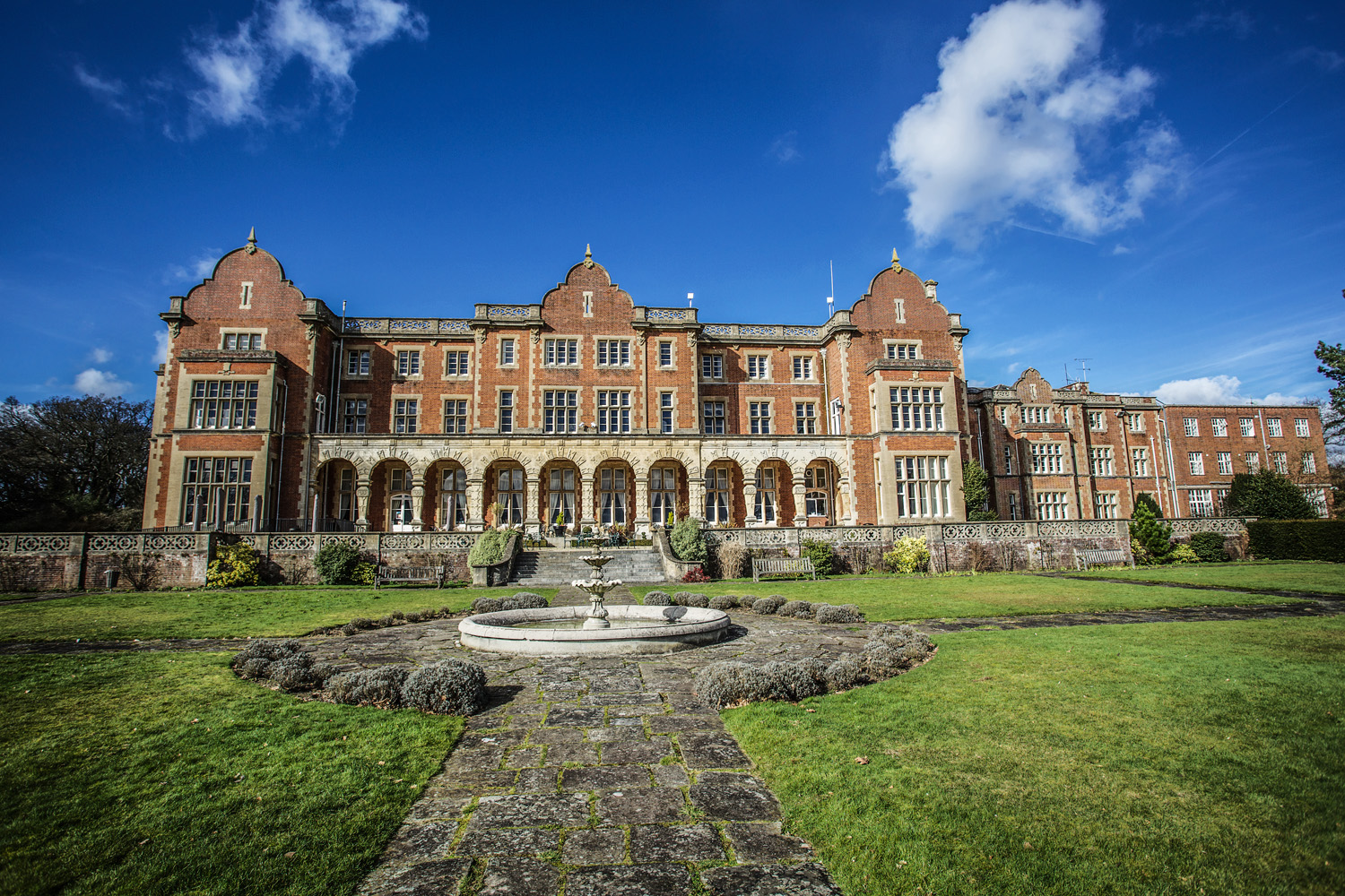 Easthampstead_Park_Wedding_Photographer_Bracknell_Berkshire_016.jpg