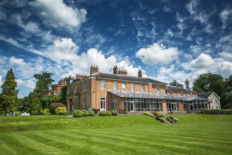 Elcot_Park_Wedding_Photographer_Newbury_Berkshire_017.jpg