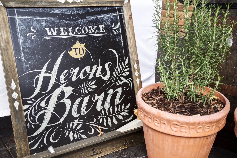 Herons_Barn_Wedding_Photographer_Reading_007.jpg
