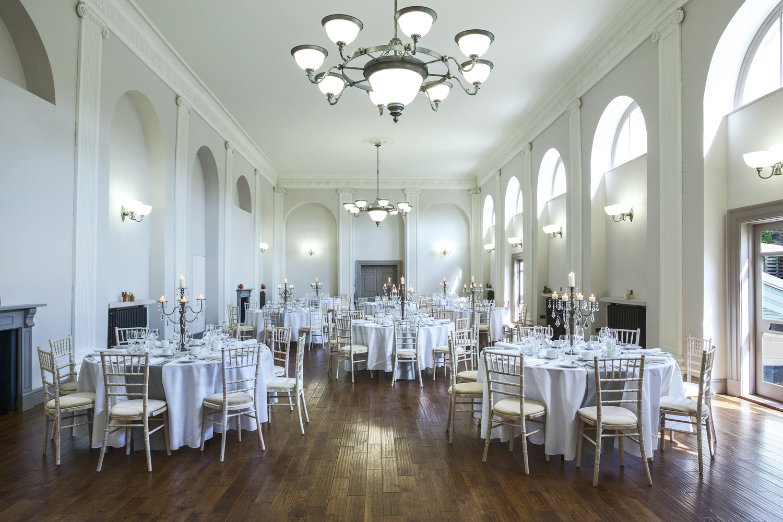 Kings_Head_Hotel_Wedding_Photographer_Cirencester_009.jpg
