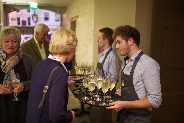 Kings_Head_Hotel_Wedding_Photographer_Cirencester_015.jpg