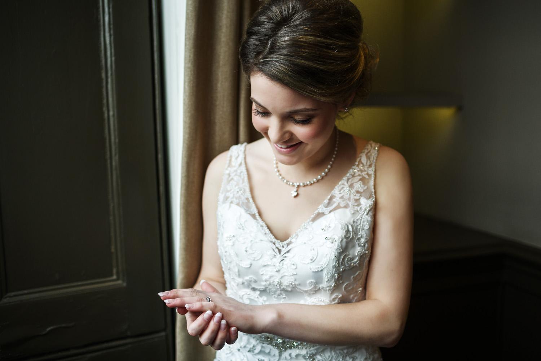 Kings_Head_Hotel_Wedding_Photographer_Cirencester_028.jpg