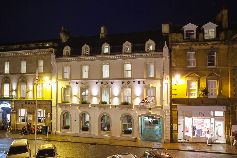 Kings_Head_Hotel_Wedding_Photographer_Cirencester_040.jpg