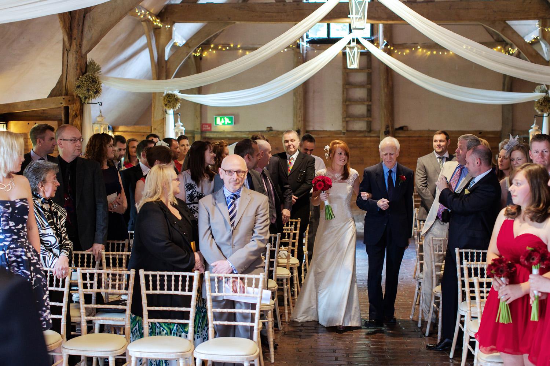 Lains_Barn_Wedding_Photographer_Wantage_014.jpg