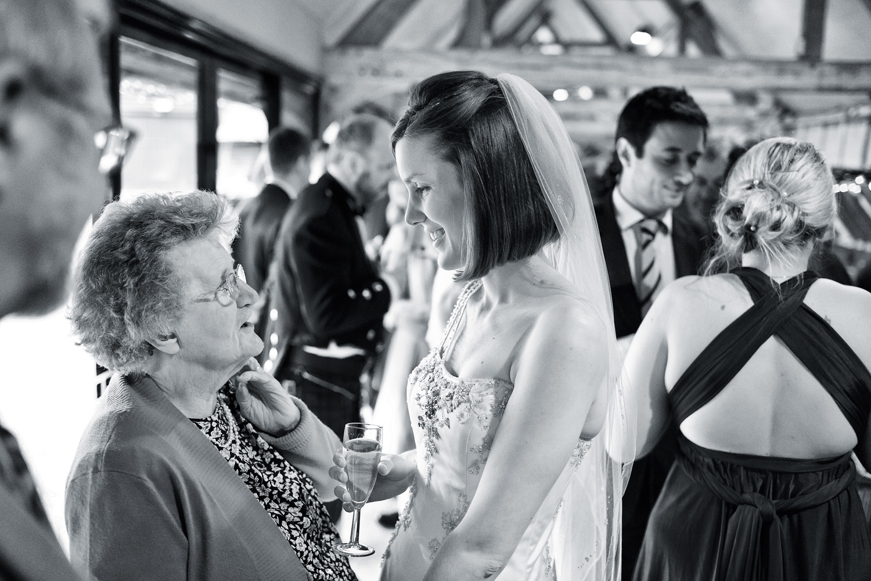 Lains_Barn_Wedding_Photographer_Wantage_023.jpg