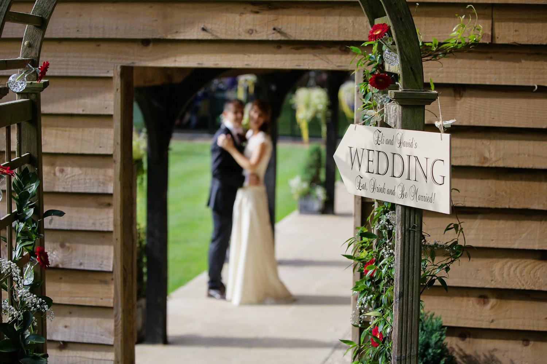 Lains_Barn_Wedding_Photographer_Wantage_030.jpg