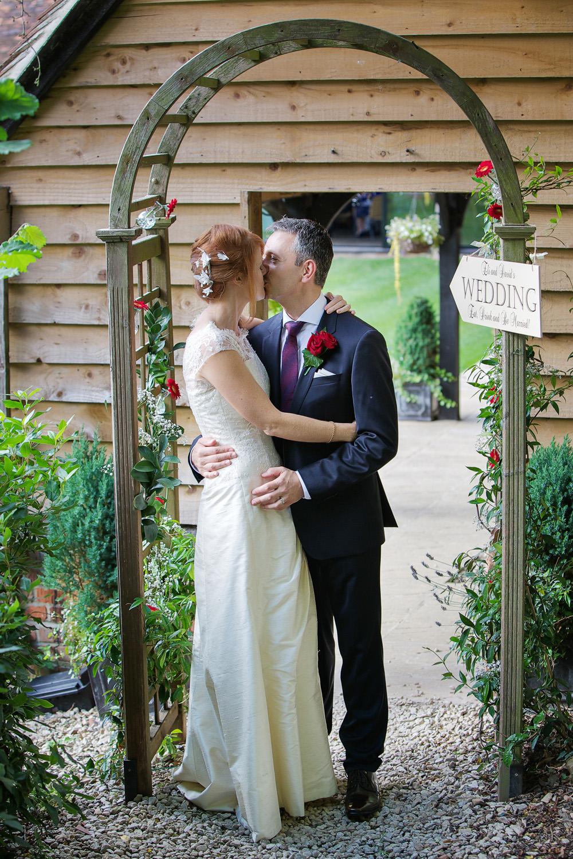 Lains_Barn_Wedding_Photographer_Wantage_033.jpg
