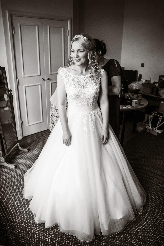 Mill_Hall_Wedding_Photographer_Newbury_Berkshire_007.jpg