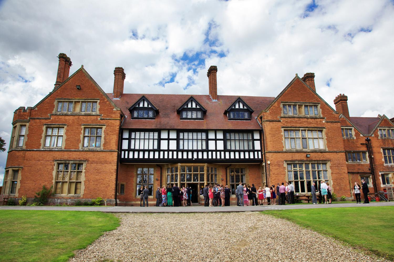Mill_Hall_Wedding_Photographer_Newbury_Berkshire_030.jpg