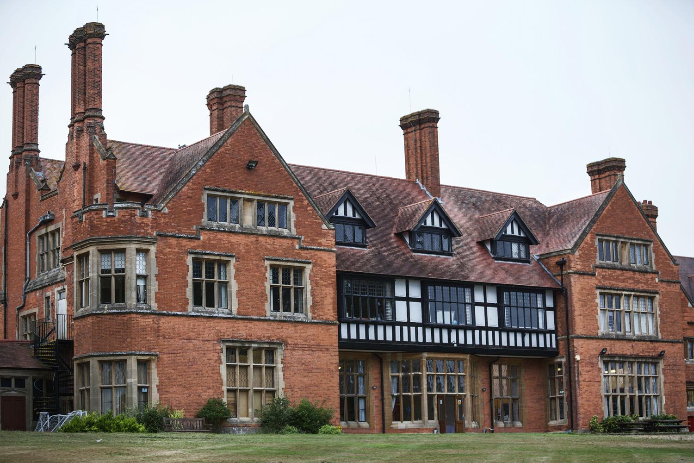 Mill_Hall_Wedding_Photographer_Newbury_Berkshire_054.jpg