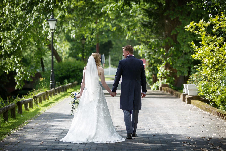 Newbury_Manor_Hotel_Wedding_Photographer_Newbury_Berkshire_010.jpg