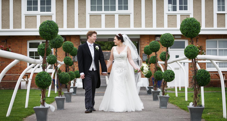 Newbury_Racecourse_Wedding_Photographer_Newbury_Berkshrie_007.jpg