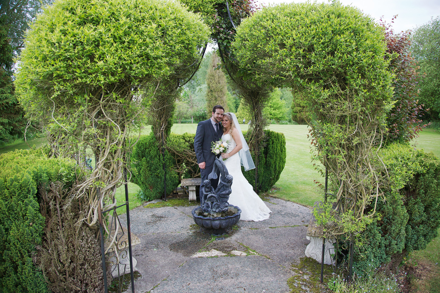 The_Old_Mill_Wedding_Photographer_Aldermaston_018.jpg