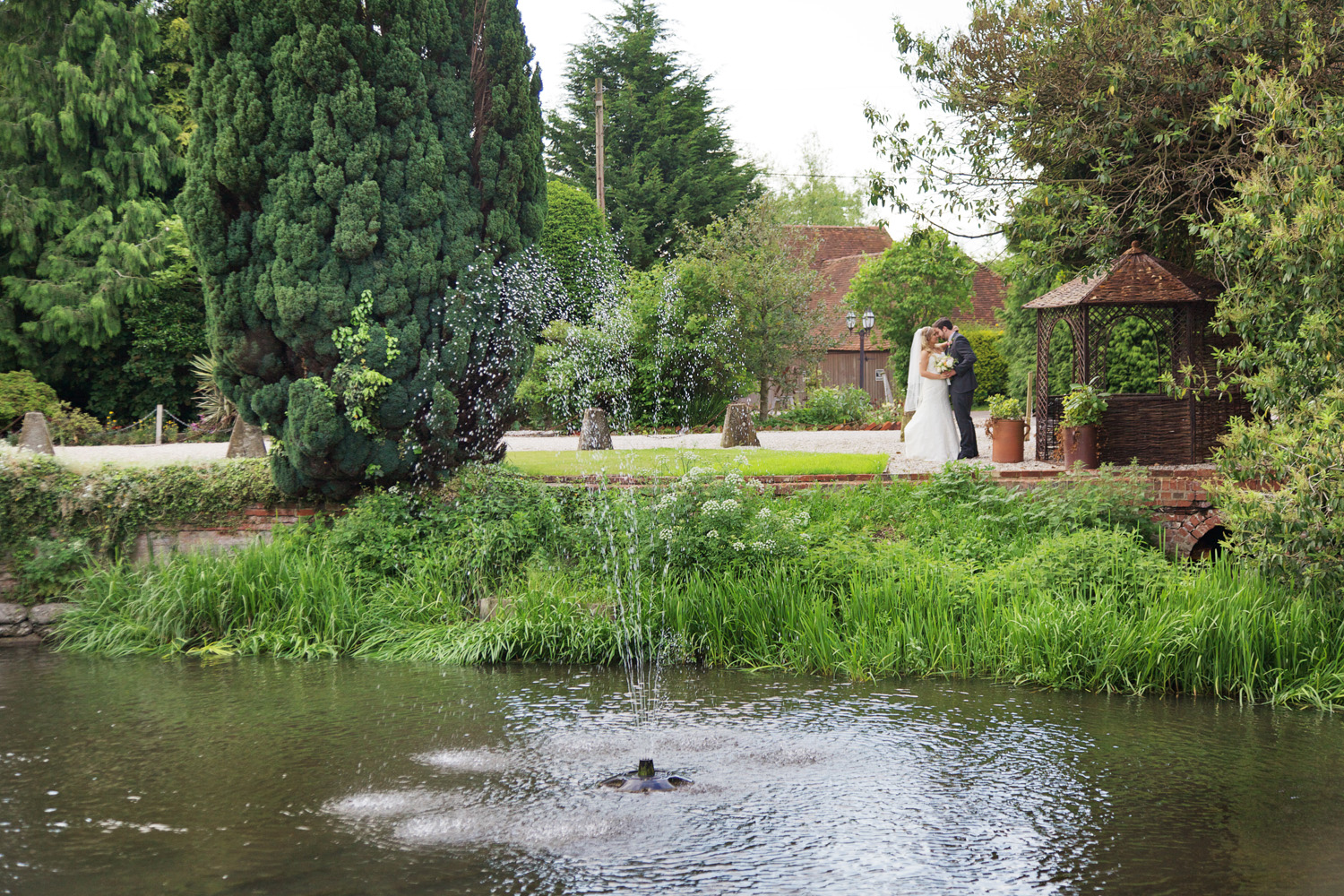 The_Old_Mill_Wedding_Photographer_Aldermaston_022.jpg