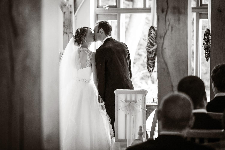 Rivervale_Barn_Wedding_Photographer_Yateley_023.jpg