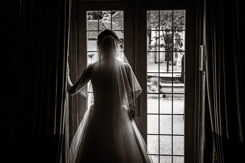 Rivervale_Barn_Wedding_Photographer_Yateley_033.jpg