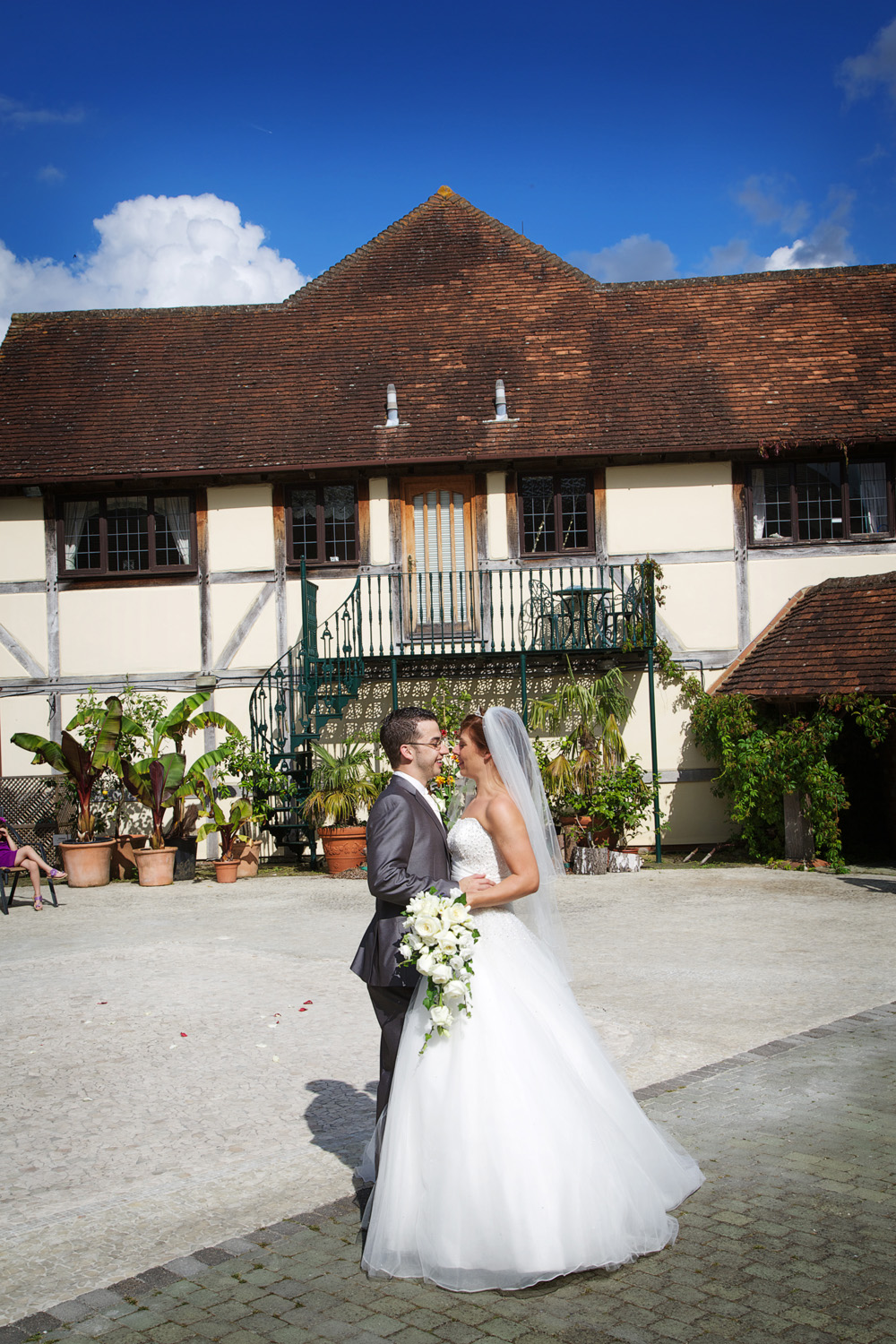 Rivervale_Barn_Wedding_Photographer_Yateley_040.jpg