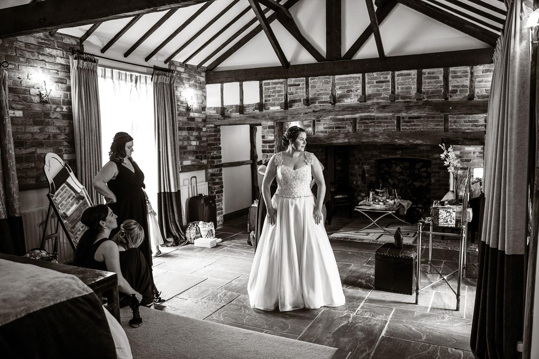 Rivervale_Barn_Wedding_Photographer_Yateley_089.jpg