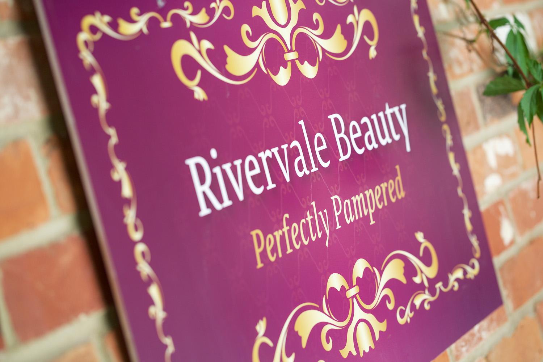 Rivervale_Barn_Wedding_Photographer_Yateley_091.jpg