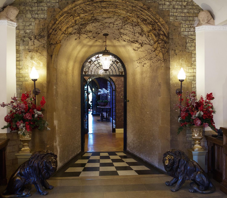 Pennyhill_Park_Hotel_Wedding_Photographer_Bagshot_010.jpg
