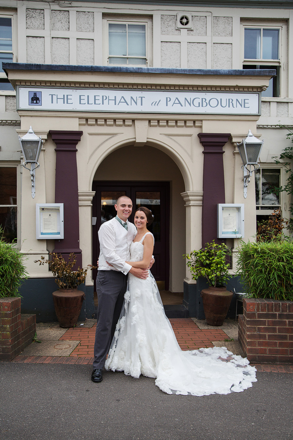 The_Elephant_Wedding_Photographer_Pangbourne_016.jpg