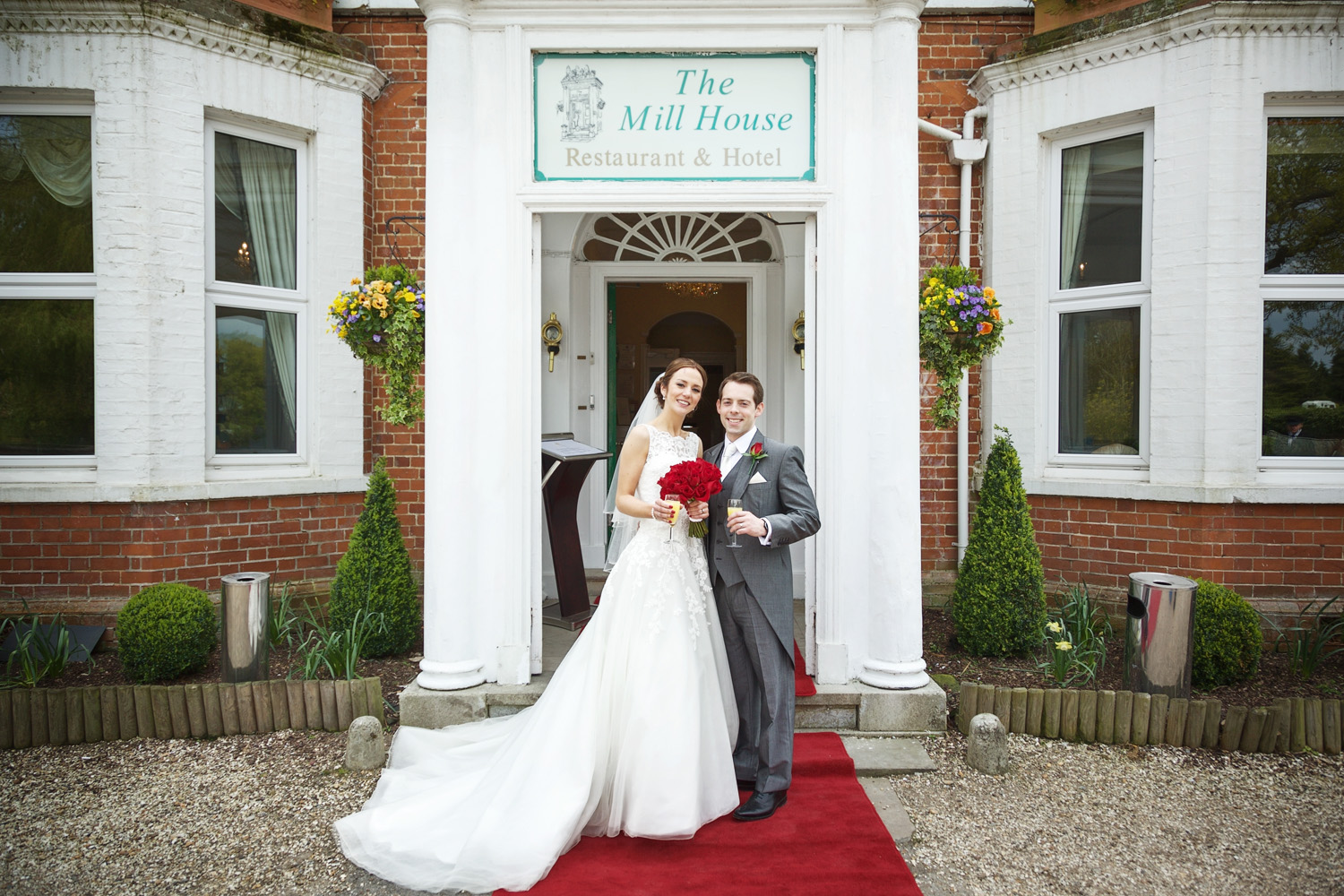 The_Mill_House_Wedding_Photographer_Swallowfield_006.jpg