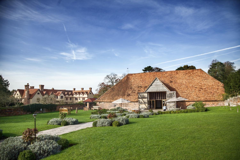 Ufton_Court_Barn_Wedding_Photographer_Reading_Berkshire_002.jpg
