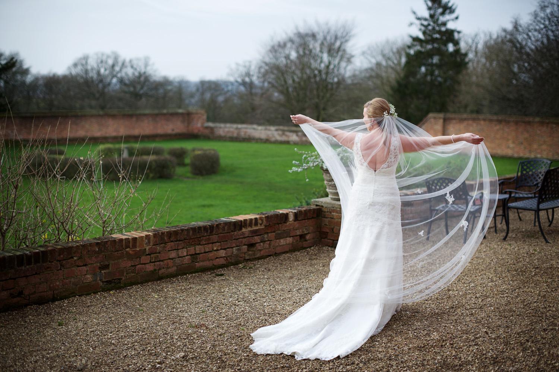 Ufton_Court_Barn_Wedding_Photographer_Reading_Berkshire_010.jpg